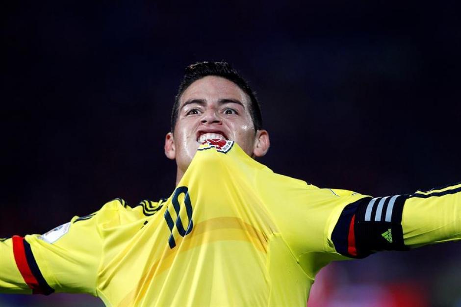 James Rodríguez celebra el tanto que le dio el empate ante Chile. (Foto: EFE)