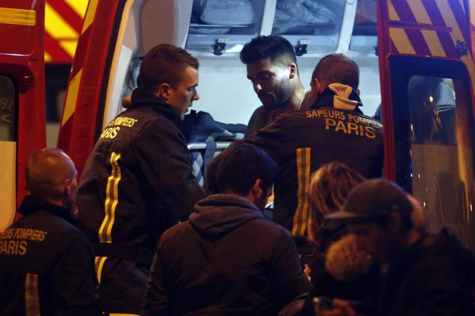 El más grave se ha producido en la conocida sala de fiestas Bataclan, situada en el número 50 del Boulevard Voltaire, donde han fallecido al menos 15 personas. (Foto: EFE)