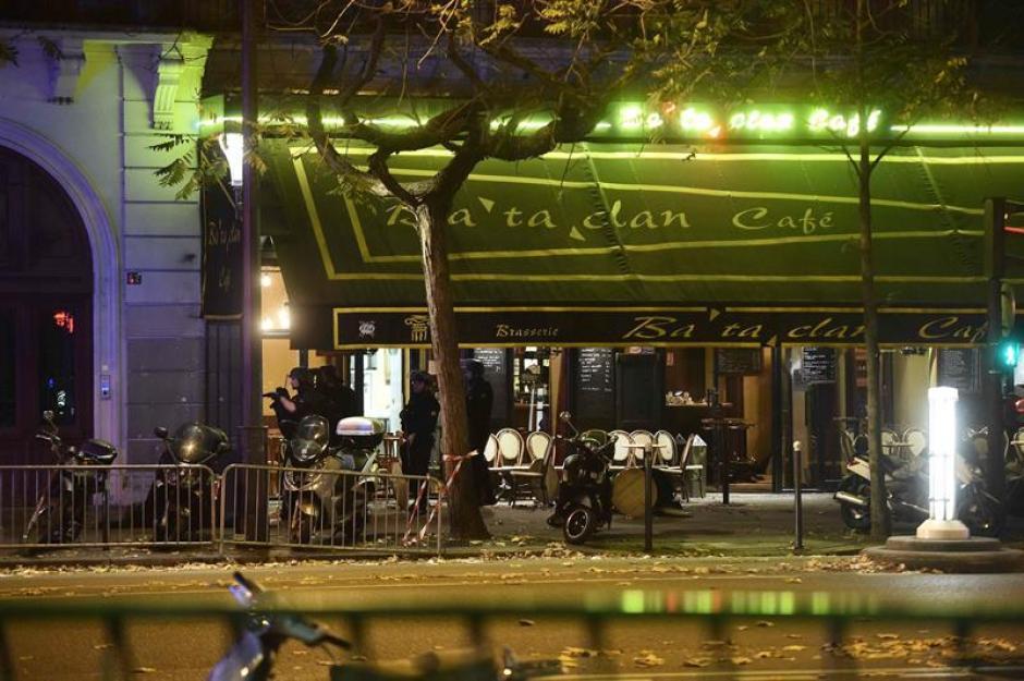 La noche del atentado la policía entró al lugar para neutralizar a dos atacantes. (Foto: EFE)