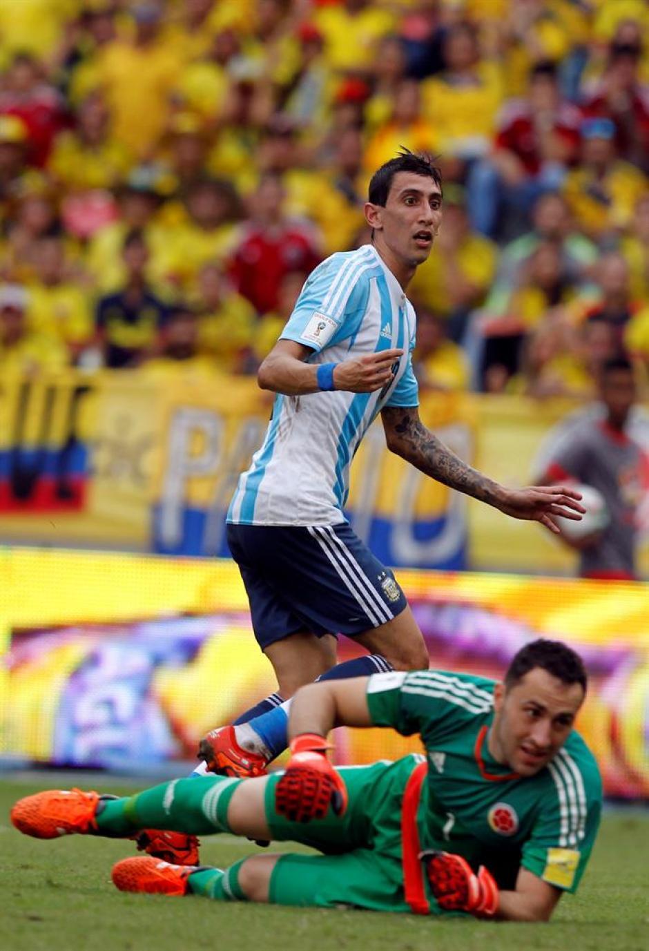 Ángel Di María en una de las acciones del juego Colombia- Argentina, disputado en Barranquilla. (Foto: EFE)