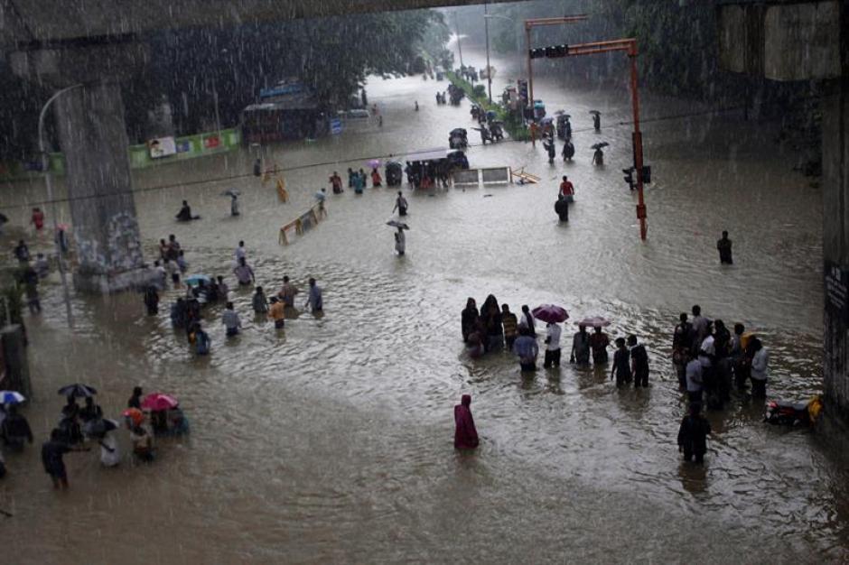 Las constantes lluvias que afectan a la India, han dejado por lo menos 325 personas fallecidas. (Foto: EFE)