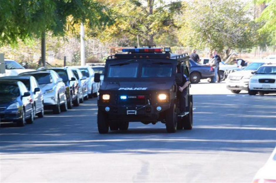 Testigos le dijeron a la policía que vieron a tres hombres con rifles largos en la escena del crimen. (Foto: EFE)