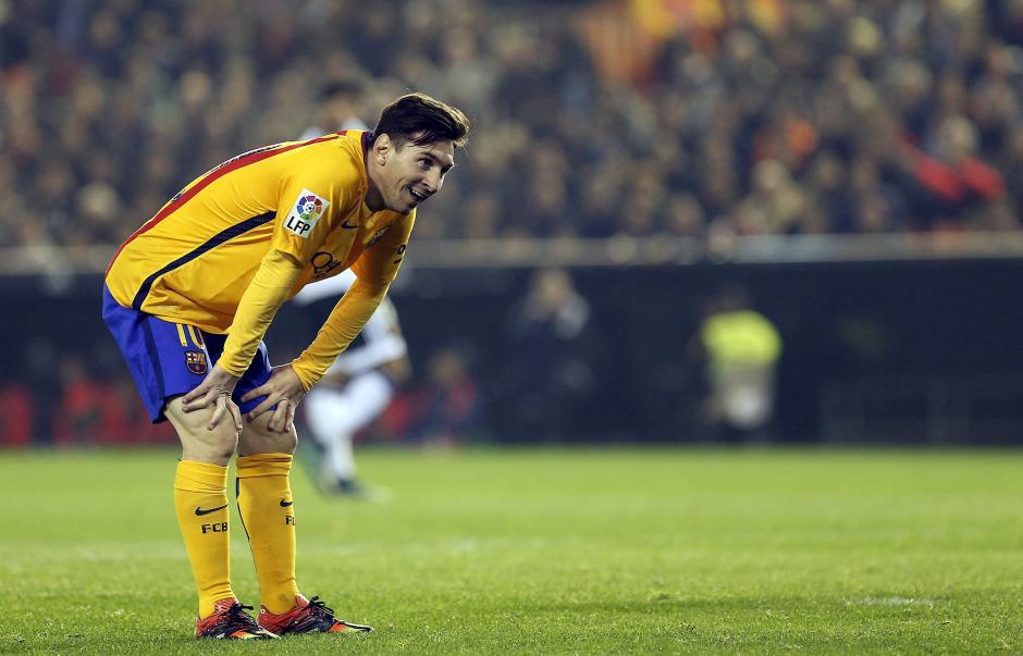 """""""Messi subnormal"""" le cantan en Mestalla  foto"""