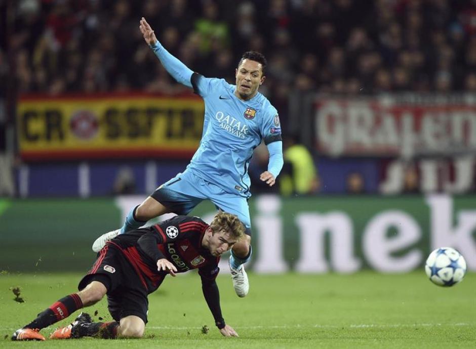 Peleado fue el partido entre Barcelona y Bayer Leverkusen; los alemanes se despiden de la Champions.(Foto: EFE)