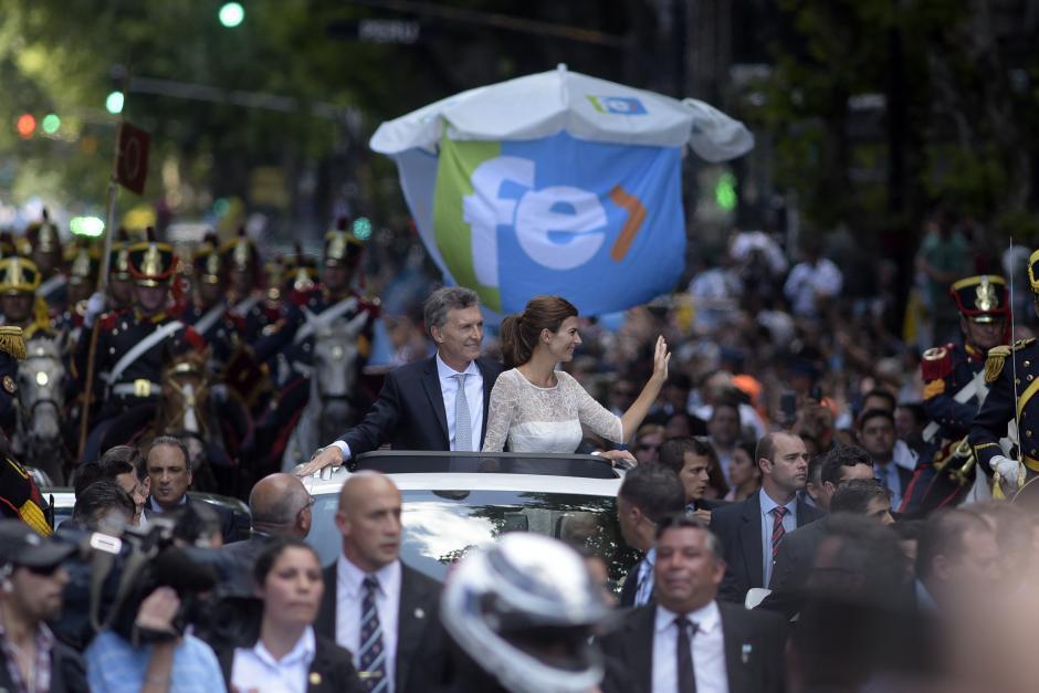Mauricio Macri estuvo acompañado en todo momento de su esposa la diseñadora, Juliana Awada. (Foto: EFE)