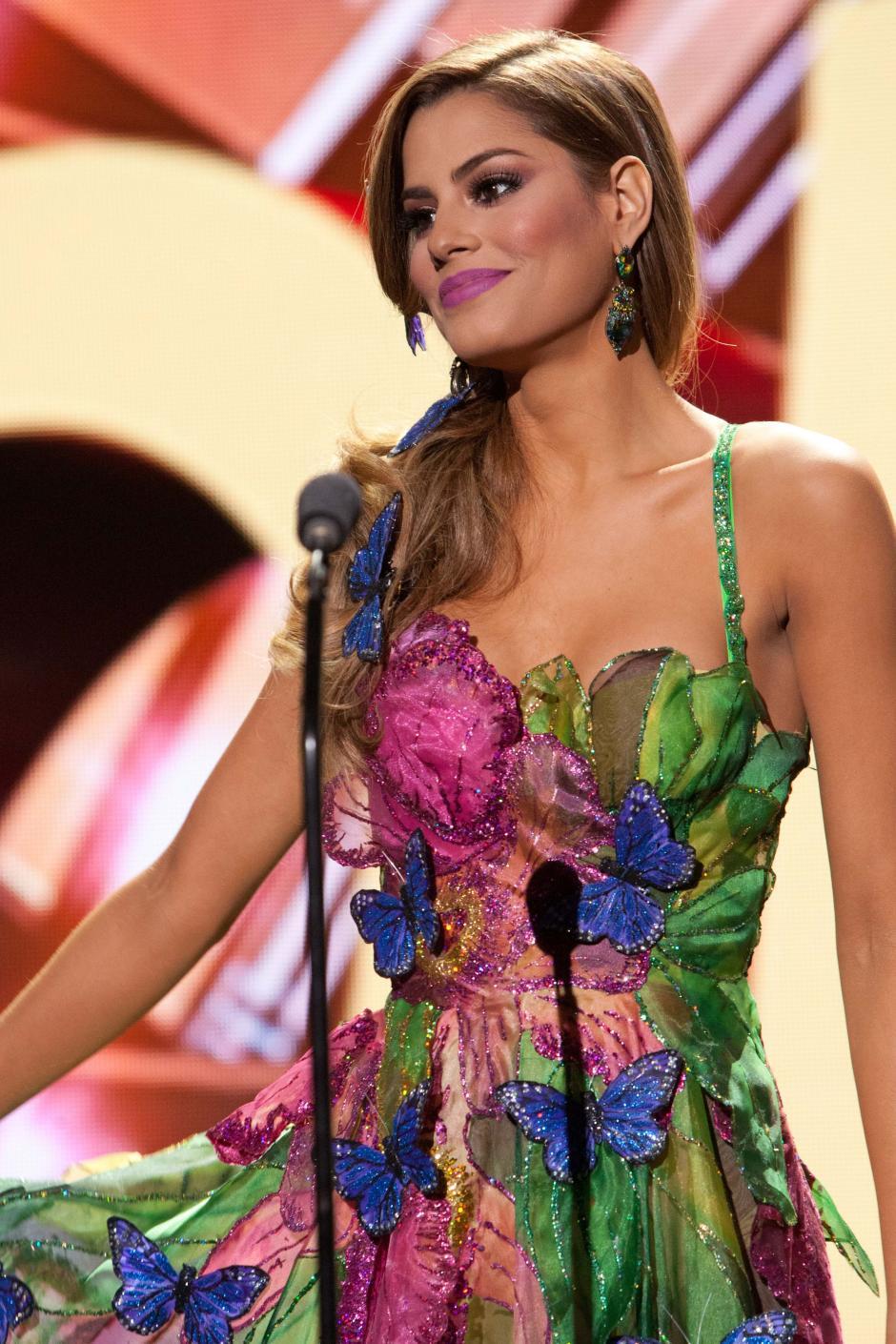 La candidata colombiana a Miss Universo 2015, Ariadna Gutiérrez-Arevalo, desfila con traje típico en los actos previos a la gala de Miss Universo 2015. (Foto: EFE/Richard D. Salyer)