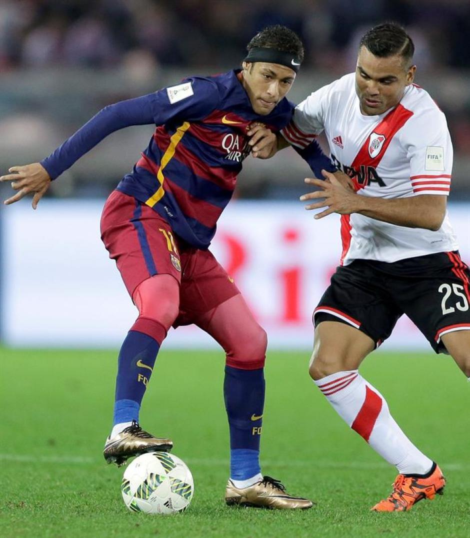 El brasieño Neymar tuvo un duelo especial contra Gabriel Mercado, chocaron en varios pasajes del partido. El brasileño jugó bien, pero no pudo anotar. La buena noticia para Barcelona es que superó totalmente su lesión.(Foto: EFE)