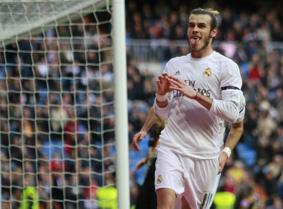 El centrocampista galés del Real Madrid Gareth Bale celebra la consecución del cuarto gol de su equipo al Rayo Vallecano. (Foto: EFE/Victor Lerena)