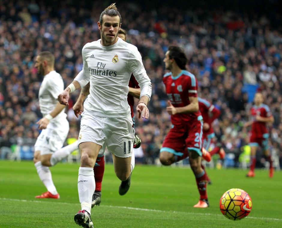 El mediocampista Gareth Bale tuvo oportunidades pero el portero de la Real Sociedad Rulli impidió que hiciera daño en su porteria. (Foto: EFE/Victor Lerena)