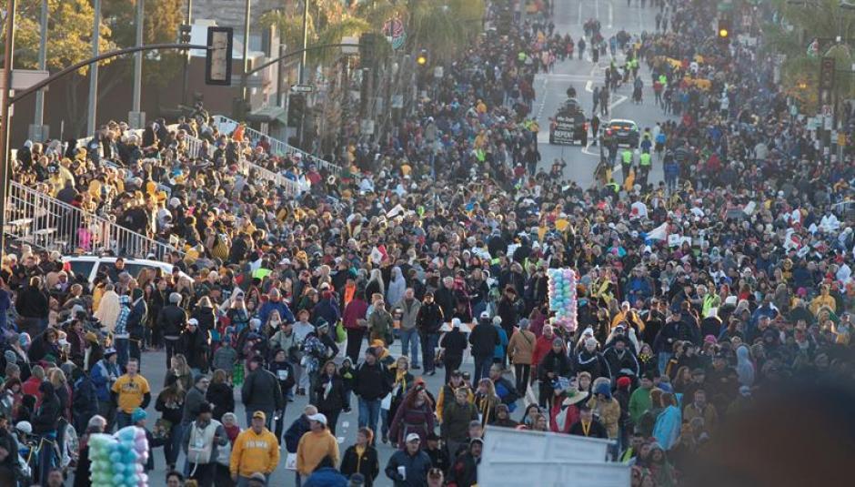 Miles de personas asistieron a ver el desfile de Las Rosas en Pasadena, California. (Foto: EFE)