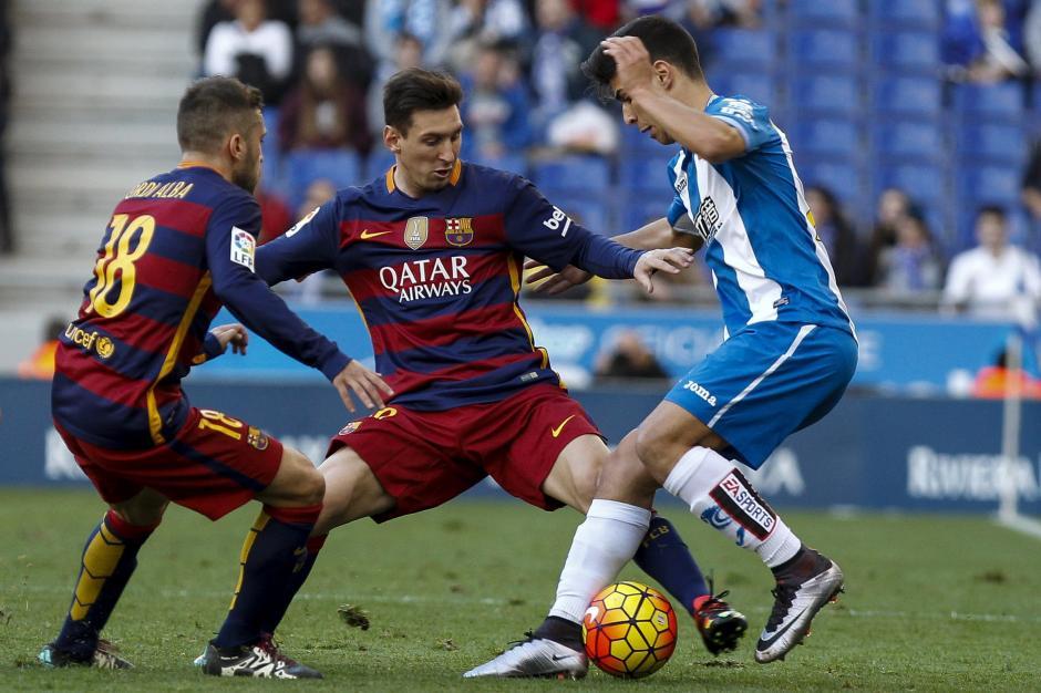 Los jugadores delEspanyolmarcaron bien a Leo Messi lo que ayudo a que el astro Argentino no tuviera efectividad durante el duelo. (Foto:EFE/ Quique García)