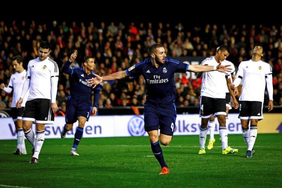 Benzema anotó el primero del Madrid, tras gran jugada de Gareth Bale y Cristiano Ronaldo.(Foto: EFE)