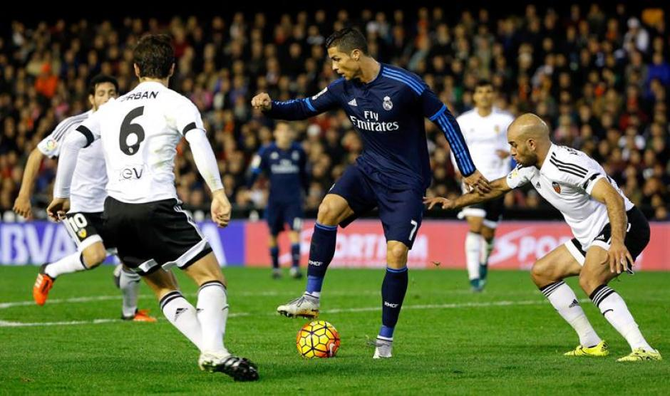 Cristiano Ronaldo hizo la asistencia del primer gol de Real Madrid que empató en su visita al Valencia. (Foto: EFE)
