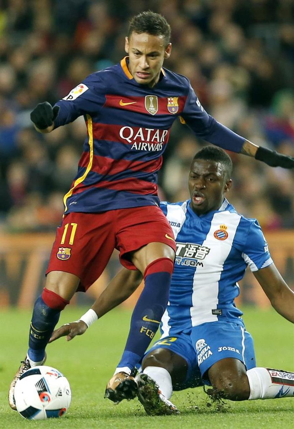 El brasileño, Neymar, anotó el cuarto gol de Barcelona, en el juego de ida ante Espanyol, por la Copa de Rey.(Foto: EFE)
