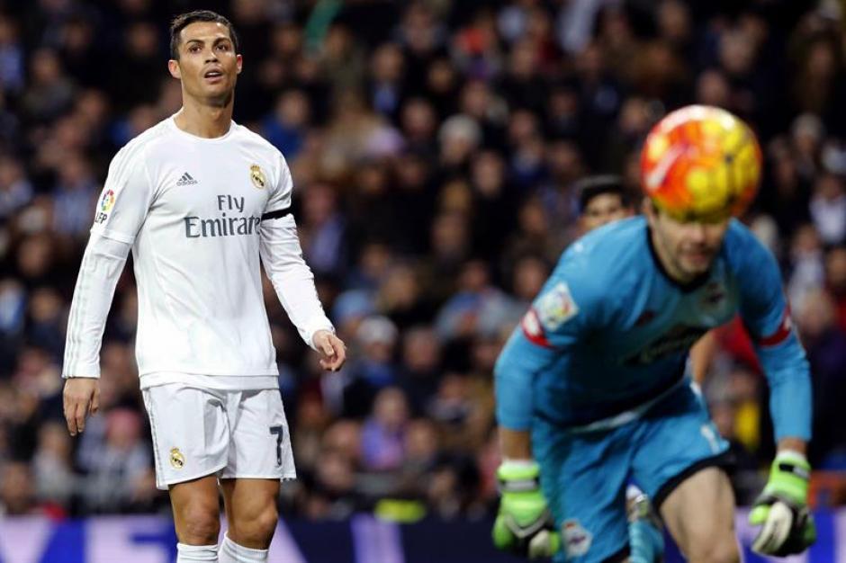 Cristiano Ronaldo buscó el gol; pero no pudo convertir. En la imagen muestra su desazón.(Foto: EFE)