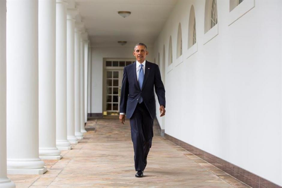 El presidente Barack Obama sale de la Casa Blanca para pronunciar en el Congreso su último Estado de la Unión. (Foto: EFE)