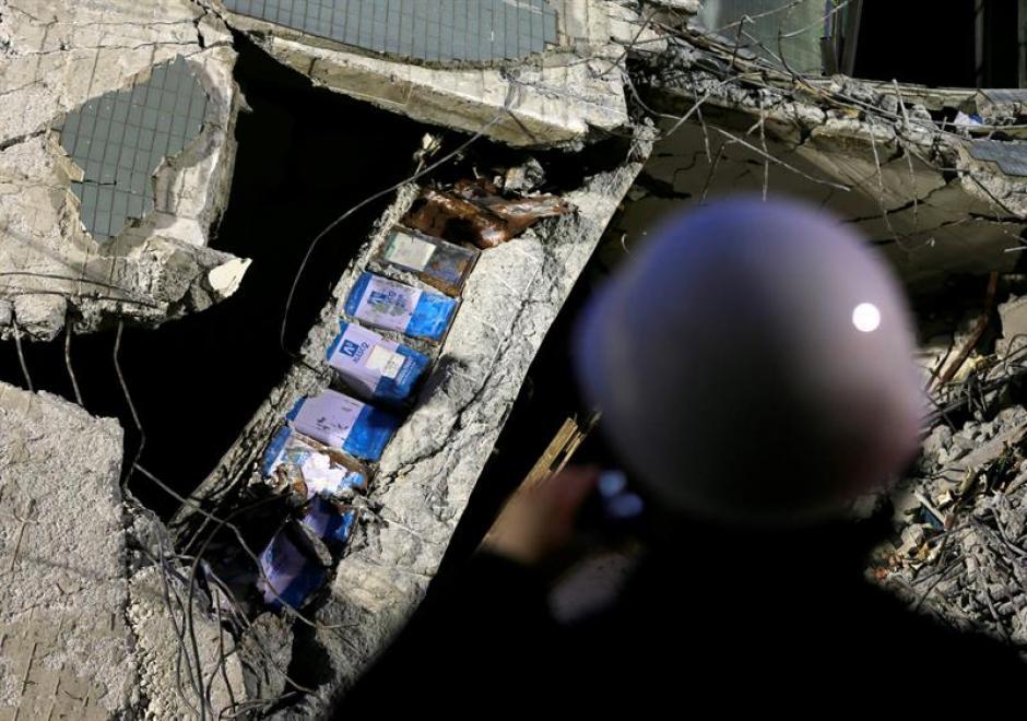 El terremoto dejó 168 mil hogares sin suministro de electricidad. (Foto: EFE)