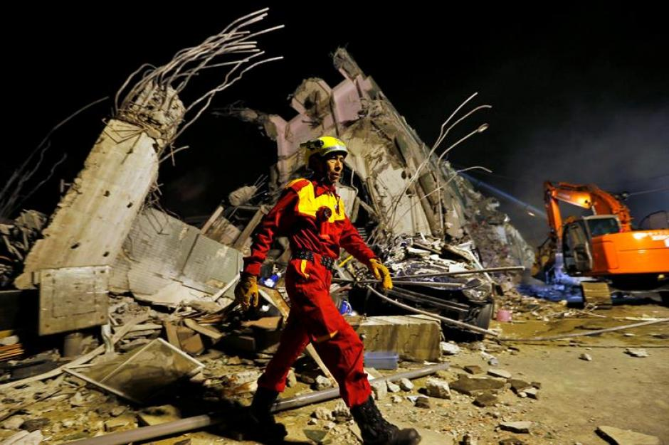 Los grupos de rescate reportan al menos 475 heridos. (Foto: EFE)
