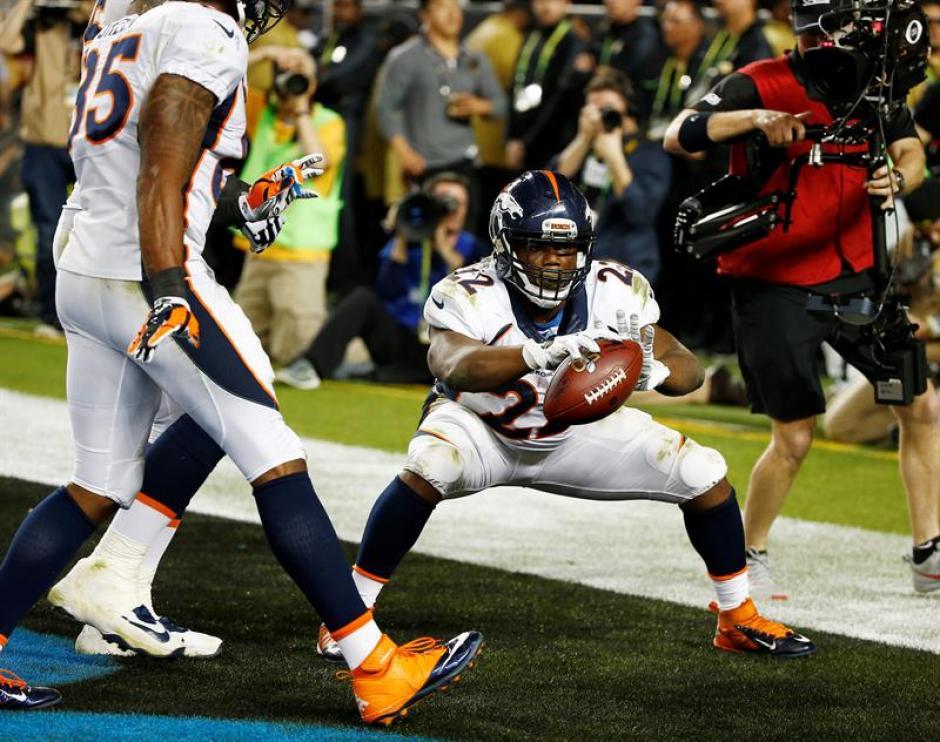 C. J. Anderson de los Broncos de Denver durante la celebración de su touchdown. (Foto: EFE)