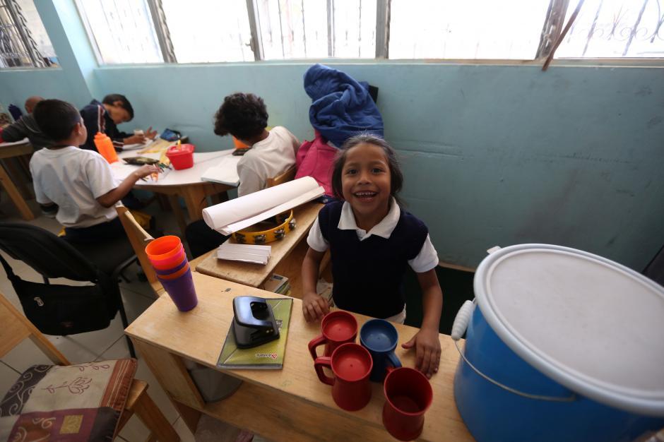 """Un grupo de niñosmientras juegan en la sede de la asociación """"Guatemaltecos Extraordinarios"""". (Foto: Esteban Biba/EFE)"""