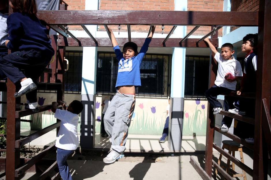 """La """"escuela de los olvidados"""", donde más de un centenar de niñoshuyen del destino que les ofrecen las bandas pandilleras. (Foto: Esteban Biba/EFE)"""