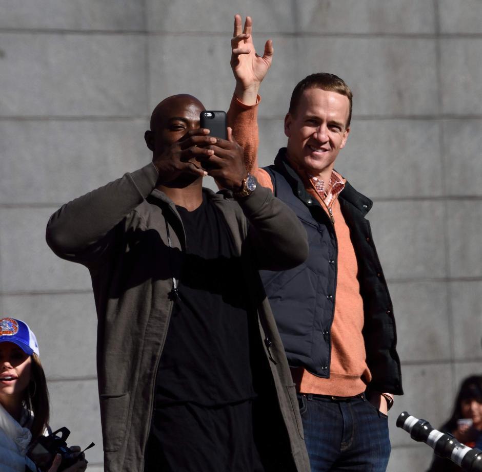 Peyton Manning fue uno de los más aplaudidos en el festejo de los Broncos de Denver. (Foto: EFE)