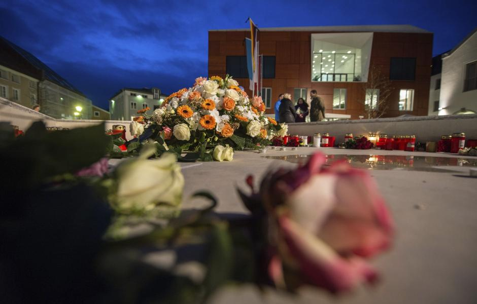 En 10 se oficializó el número de muertos y 150 resultaron heridas. (Foto: EFE)