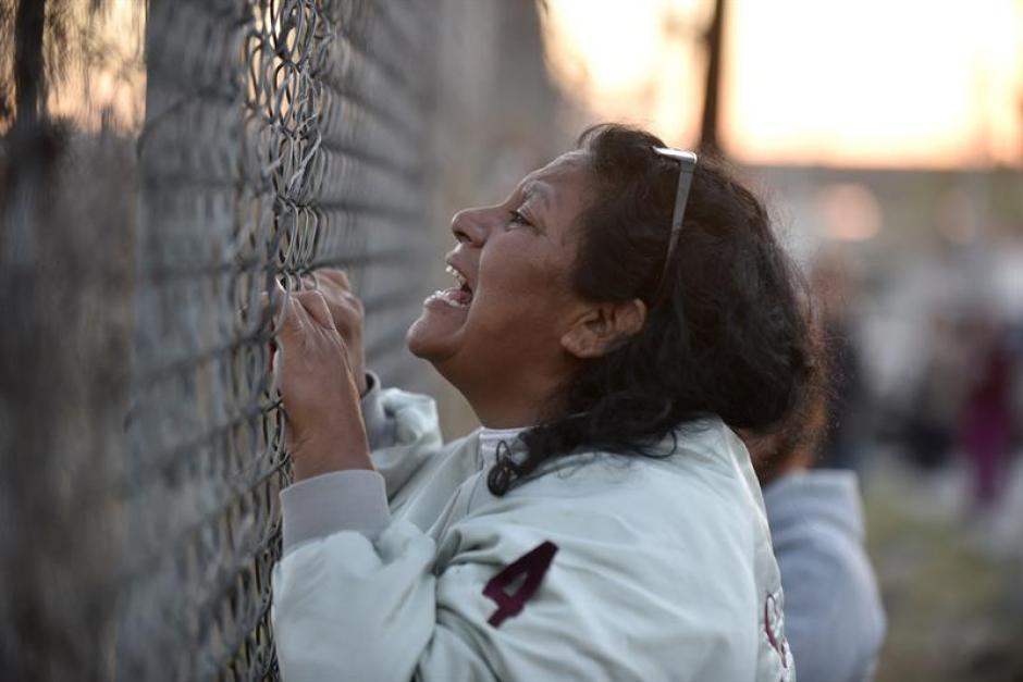 Familiares de los reclusos exigen saber noticias de sus seres queridos. (EFE)
