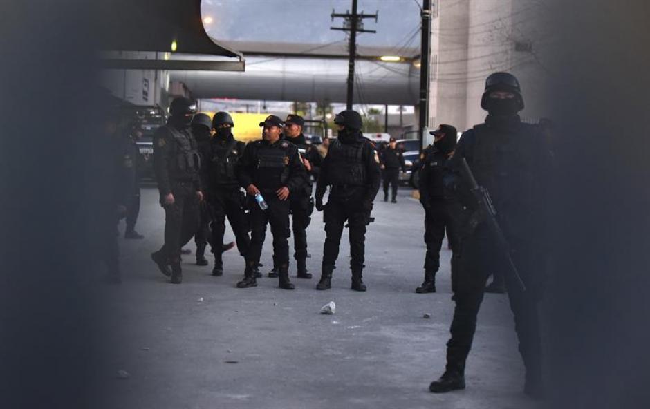 Un fuerte dispositivo de seguridad resguarda los alrededores del penal. (Foto: EFE)