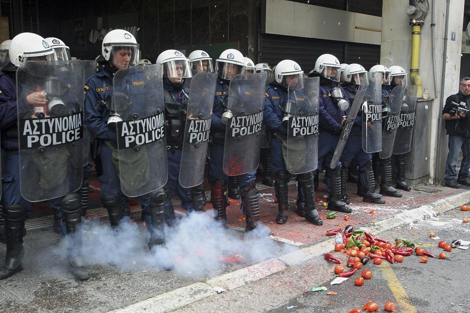 Por momentos la protesta se salió de control. (Foto: EFE)