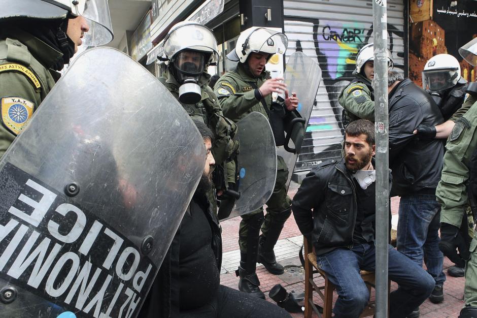Algunos manifestantes fueron detenidos durante la primera huelga general del año. (Foto: EFE)