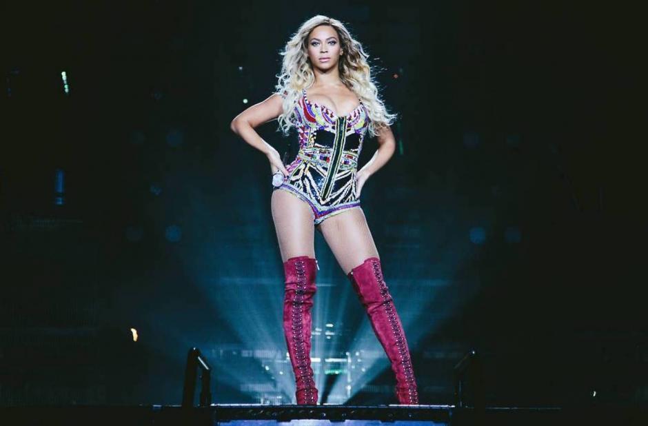 Según Chris Rock, Gomez trata de parecerse a Beyoncé con sus nuevos vestuarios. (Foto: Alux.com)