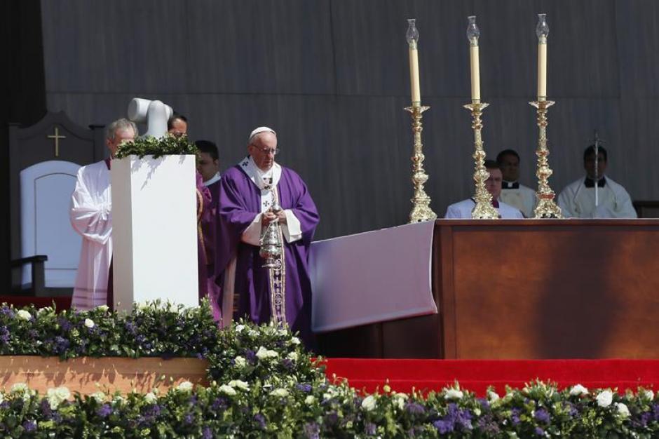 El papa Francisco llegó a Ecatepec, uno de los municipios más peligrosos de México. (Foto: EFE)