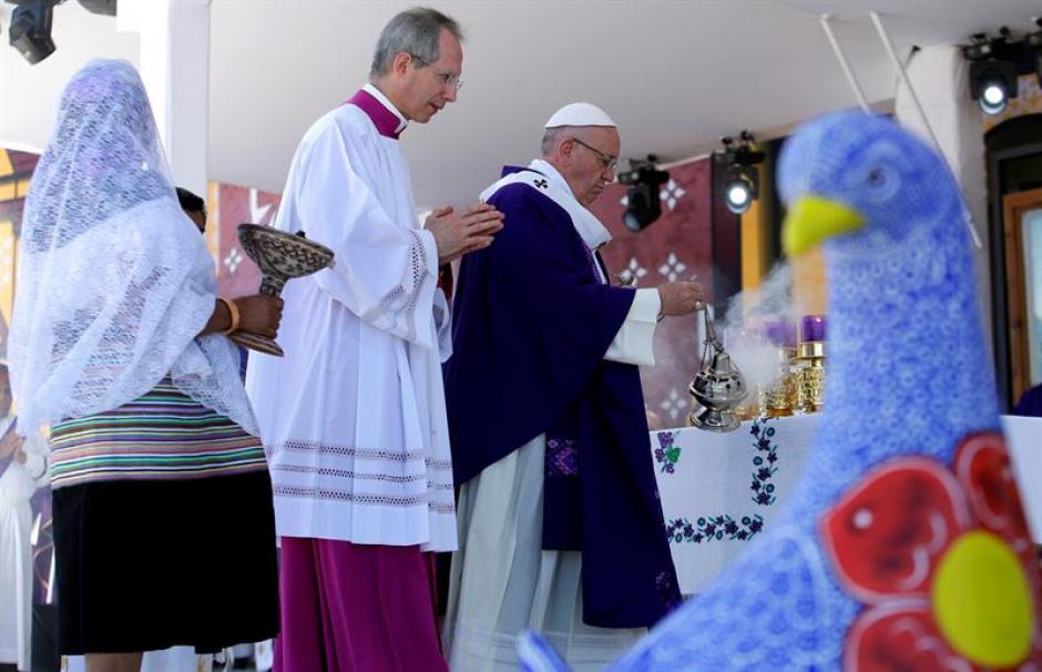 La misa del pontífice fue presenciada por miles de personas. (Foto: EFE)