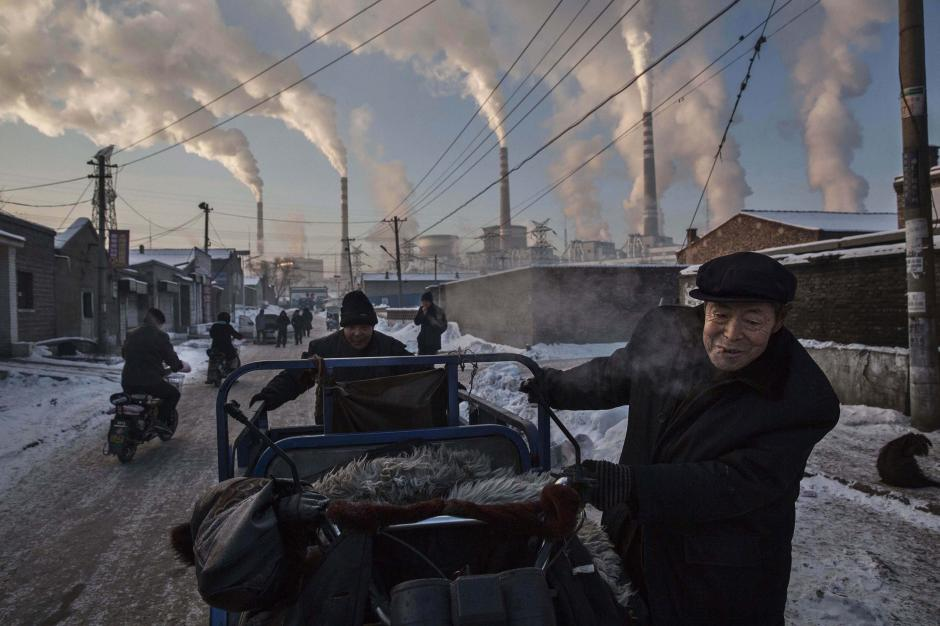Fotografía tomada por el canadiense Kevin Frayer para la agencia Getty Images, que ha sido galardonada con el primer premio Daily Life (vida cotidiana), categoría individual, de la 59ª edición de los Premios World Press Photo 2016. (Foto: EFE/Kevin Frayer / Getty Images)