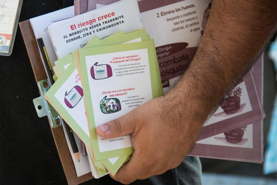 Panfletos usados en Paraguay en el marco de una campaña contra el mosquito Aedes aegypti. (Foto: EFE)