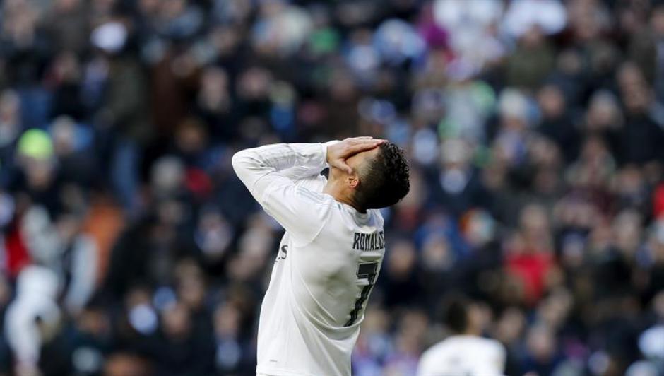 Cristiano Ronaldo se lamenta por el resultado del partido. (Foto: EFE)