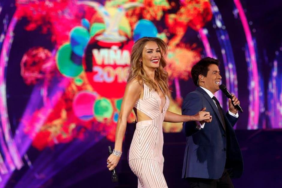 Carolina de Moras y Rafael Araneda fueron los presentadores del Festival Viña del Mar 2016.