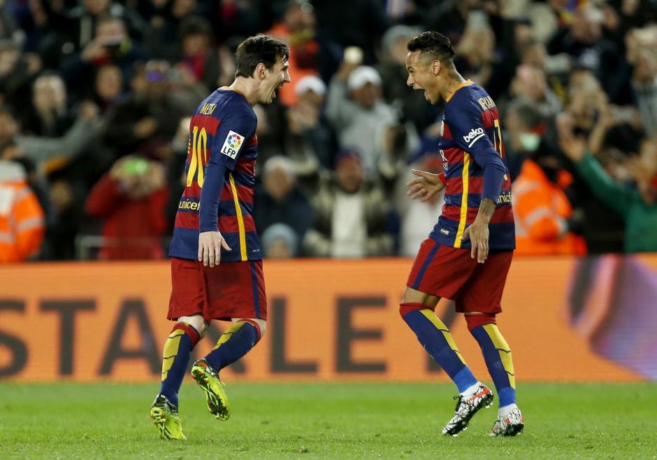 Messi celebra con Neymar tras la primera anotación de Barcelona. (Foto: EFE)