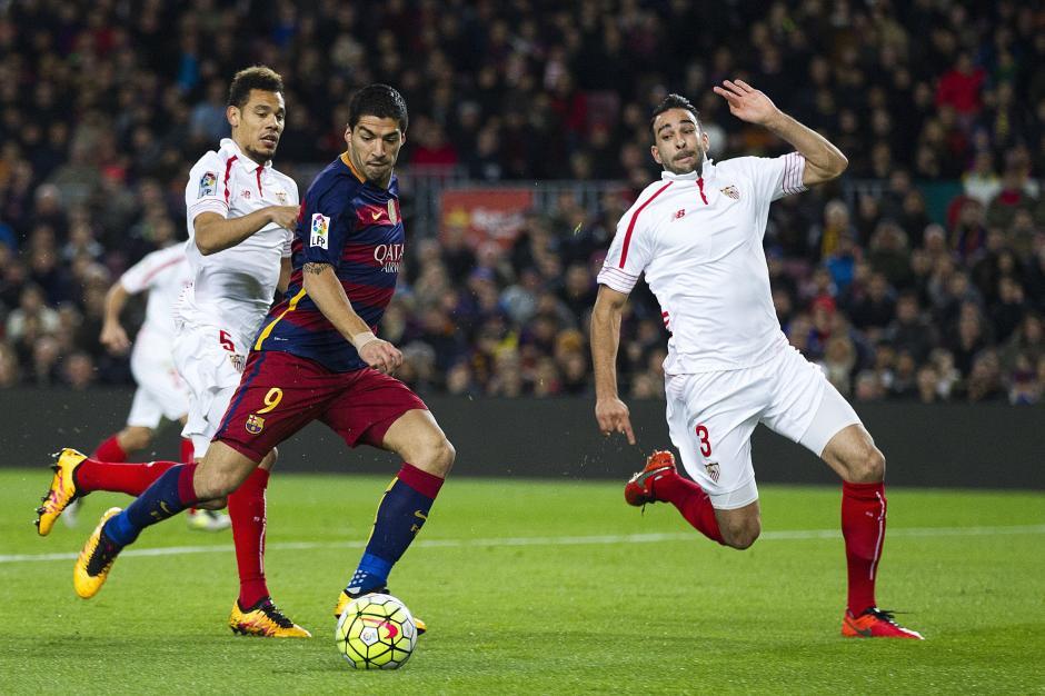 El delantero uruguayo, Luis Suárez, intentó también marcar su gol. Se mantiene arriba en la tabla de artilleros. (Foto: EFE)