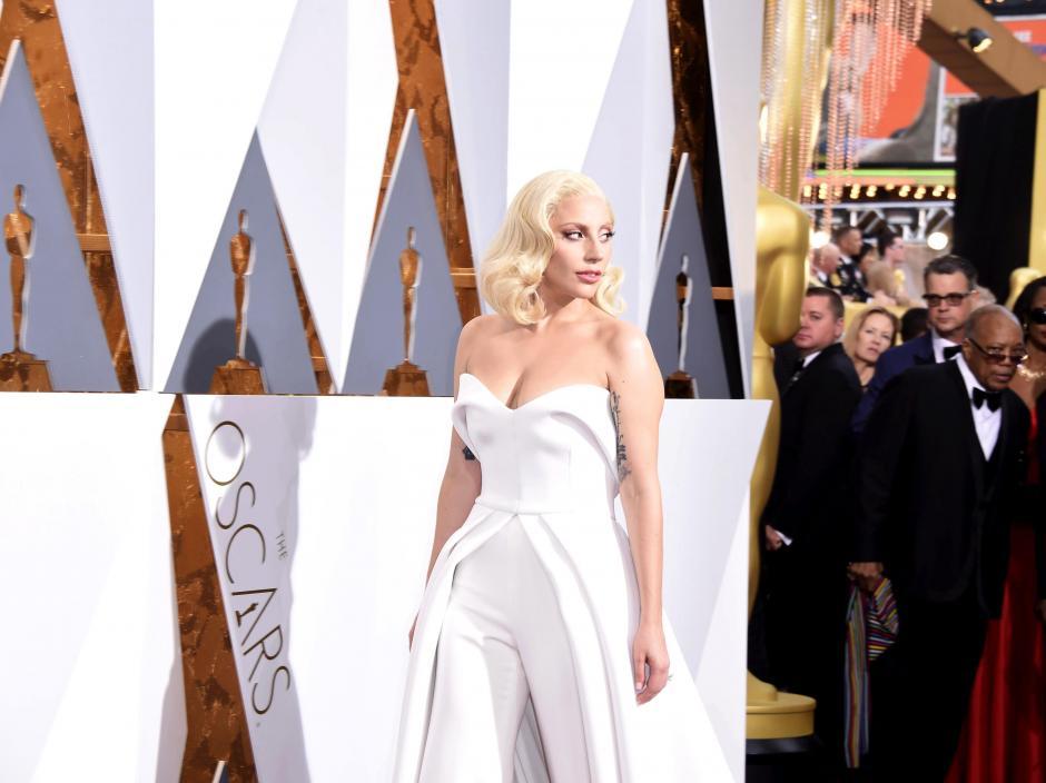 Lady Gaga en la alfombra roja de los Premios Óscar 2016. (Foto: EFE/Paul Buck)