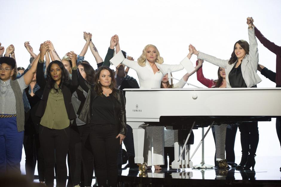 La cantante Lady Gaga actúa durante la 88ª edición de la ceremonia de los Óscar 2016, en el Teatro Dolby de Hollywood, California (EE.UU.). (Foto: EFE/Aaron Poole)