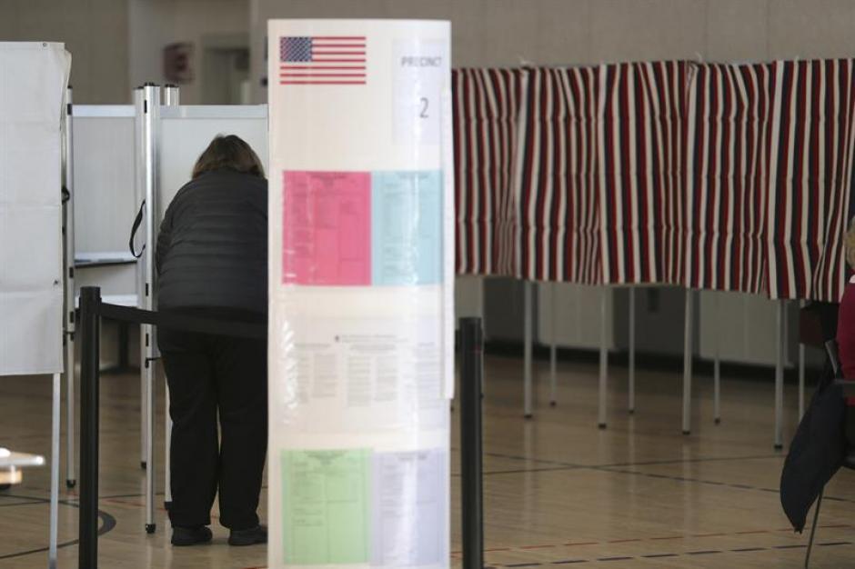 Es un día clave en la carrera hacia la Casa Blanca que tiene como favoritos al republicano Donald Trump y la demócrata Hillary Clinton. (Foto EFE)