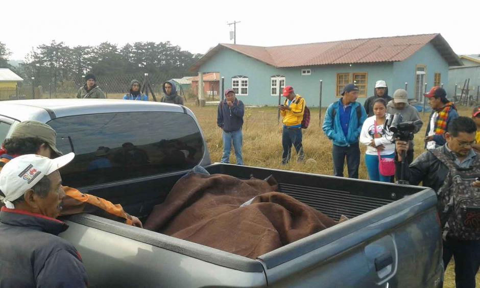 Agentes del Ministerio Publico retiraron el cuerpo de la dirigente Berta Cáceres. (Foto: EFE)