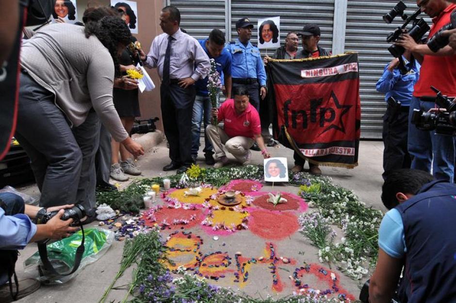 Dirigentes de distintas organizaciones de derechos humanos exigen justicia por el asesinato. (Foto: EFE)