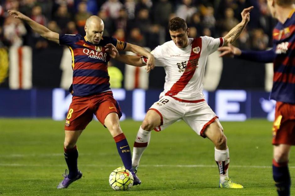 Iniesta volvió a llevar las riendas del juego del FC Barcelona. (Foto: EFE)