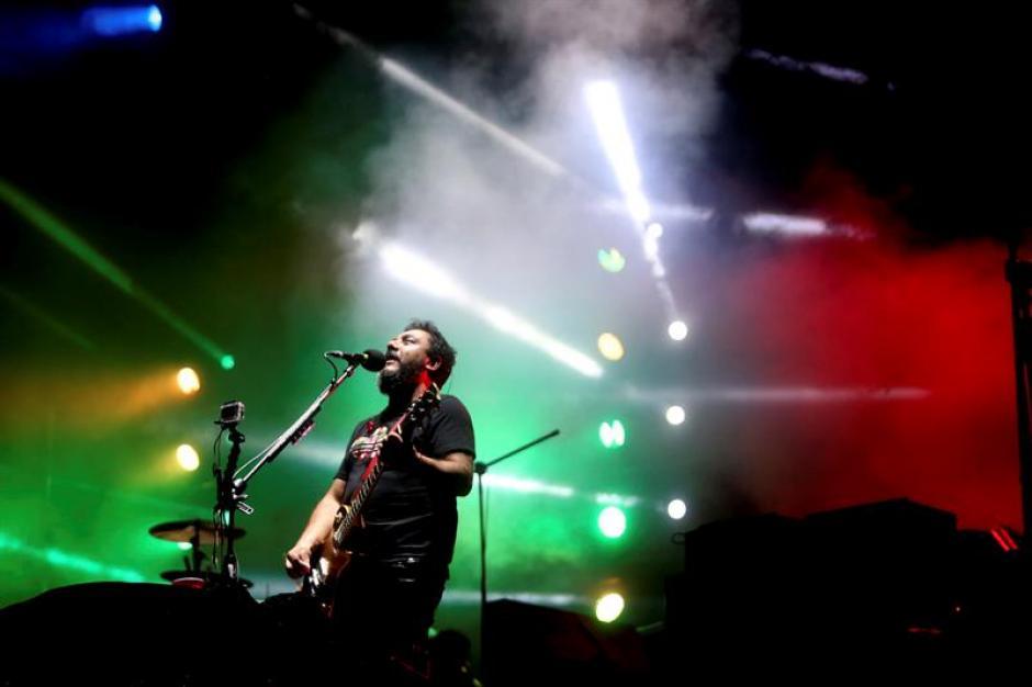 Paco Ayala, bajista de Molotov, durante la presentación (Foto: Esteban Biba/EFE)
