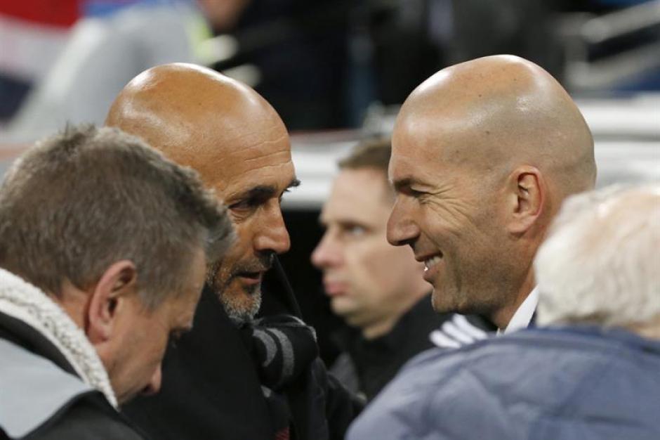 Zidane y Spalletti se saludaron al inicio del partido. (Foto: EFE)
