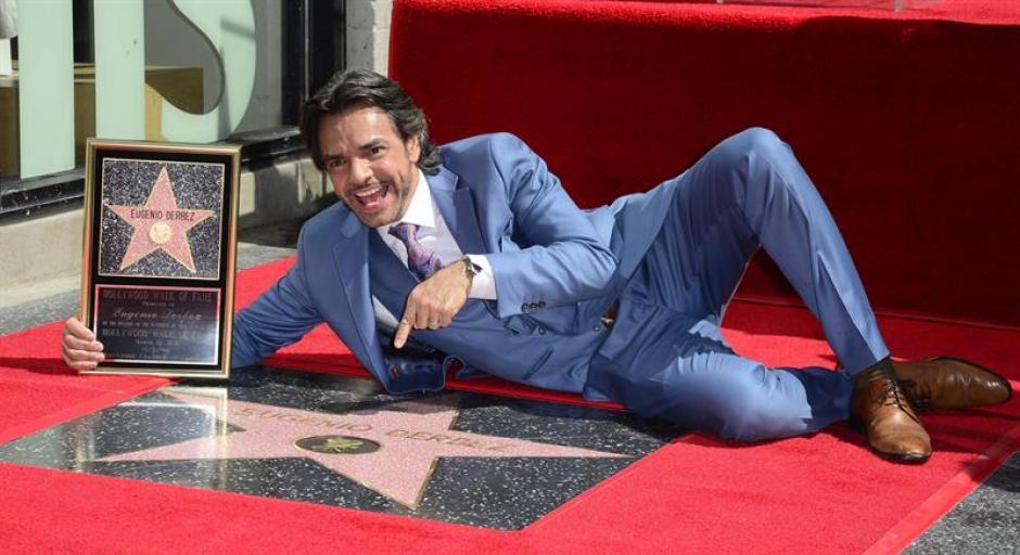 El actor y productor mexicano Eugenio Derbez recibió la estrella con su nombre en el célebre Paseo de la Fama de Hollywood. (Foto:EFE)