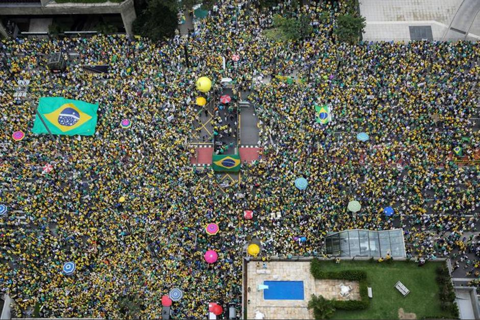 Manifestantes se reunieron en la avenida Paulista en Sao Paulo. (Foto: EFE)